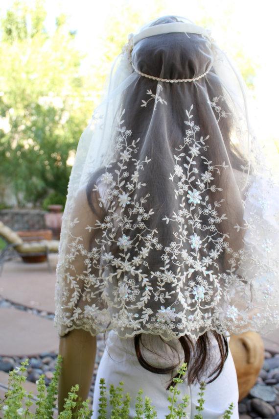 "Свадьба - Juliet  Bridal CAP ""IVY"" Wedding Veil,  Scalloped Lace and Sequins Bridal Cap Veil  by LasVegasVeils"