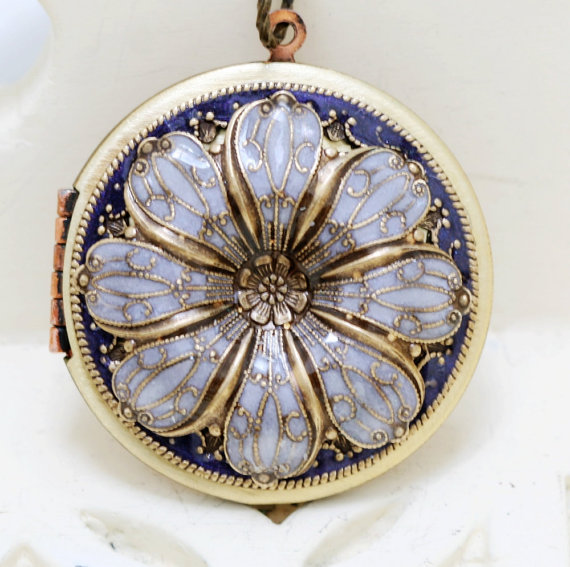 Mariage - Purple Locket,Jewelry Gift, Pendant, Poppy Flower Locket,Enameled Necklace,photo locket,Gift for her,Mother's day, brass locket,Wedding