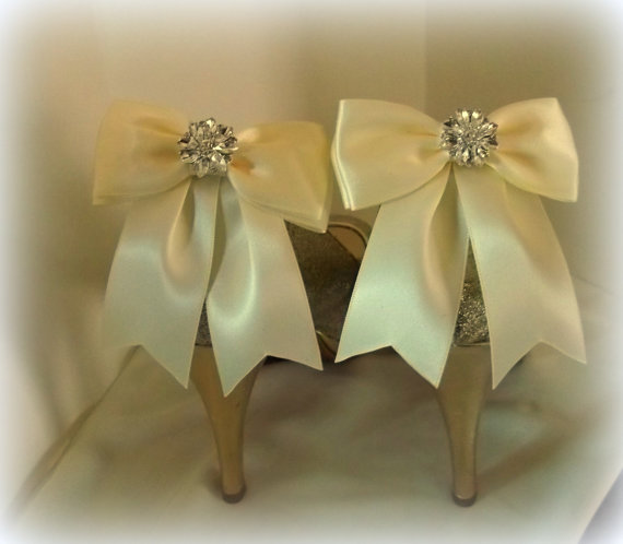 Hochzeit - Wedding Bridal Shoe Clips - set of 2 - with sparkling rhinestones, Bridal Shoe Clips, Many colors to choose from