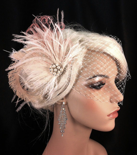 Mariage - New Rock On  - Bridal Feather Fascinator, Bridal Headpiece, Wedding Veil, Wedding Fascinator, Feather Fascinator, Ivory and Flamingo Pink