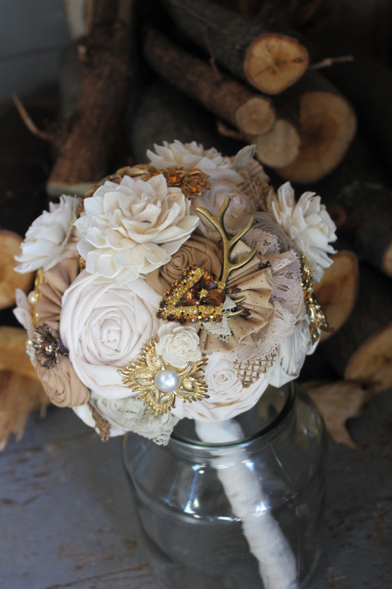 Свадьба - Rustic Ivory Antler and Brooch Burlap Bouquet // Ivory Sola Flower Bouquet // Rustic Woodland Wedding Bouquet // Custom Made