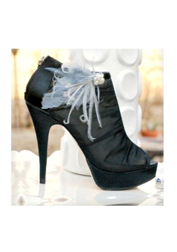 زفاف - Pair Shoe Clips Slate Silver Gray Grey Pearls / Rhinestones. Couture Bride Bridal Bridesmaid Ostrich Feathers, Statement Fashion Awards Glam