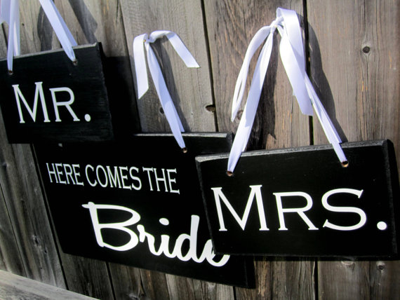 زفاف - Wedding Signs Double Sided SET  Here Comes the Bride  And the lived happily ever after AND Mr. Mrs.  Thank you