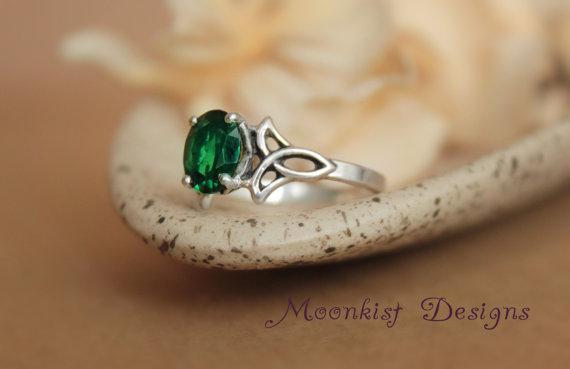 زفاف - Emerald Green Spinel Trinity Knot Engagement Ring in Sterling - Celtic Triskele Right Hand Ring, Sterling Silver Celtic Promise Ring