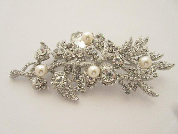 Hochzeit - Wedding brooch,bridal brooch,wedding accessories,bridal hair comb,crystal brooch,wedding cake brooch,bridal jewelry brooch,wedding jewelry