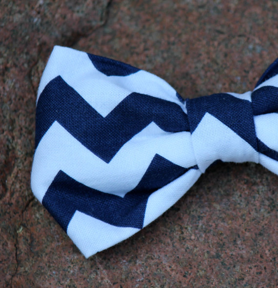 Mariage - Bow tie in Navy and White Chevron - Clip on