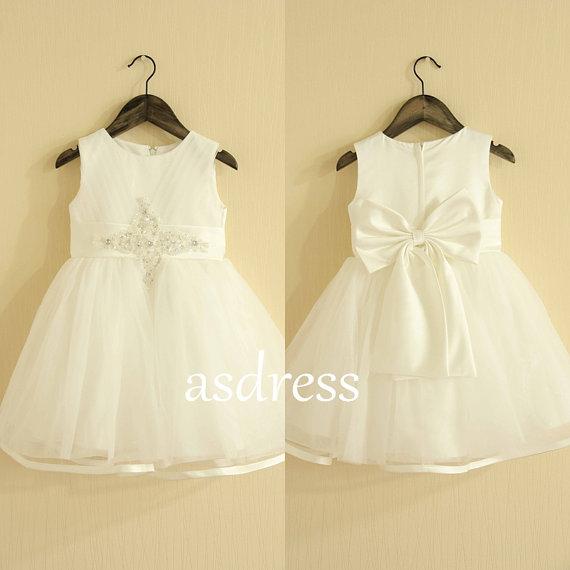 Mariage - Fashion Sleeveless Satin Flower Girl Dress Ivory Flower Girl Dress country Flower Girl Dress Flower Girl gown With Satin Bow Size 1 2 4 6 8+