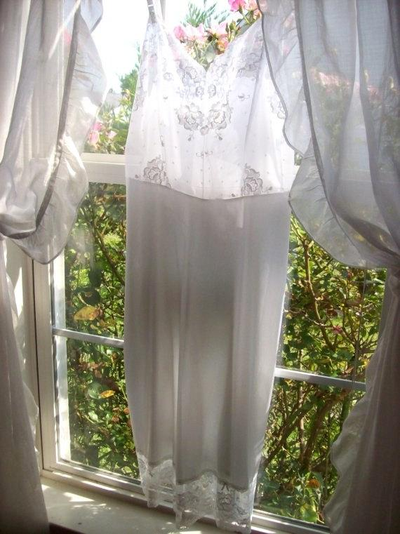 "Свадьба - Vintage Full Slip White Lace Sheer Bodice Bust 34"" at Tenderlane"