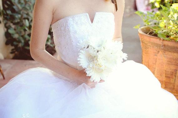 Mariage - Bridal Bouquet Flower Girl Bouquet Bridesmaid Bouquet Gerbera Daisy Bouquet, Silk Flower Bouquet, Bridal Bouquet, Daisy Bouquet