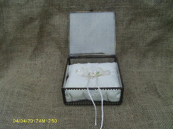 زفاف - Vintage Style glass ring bearer