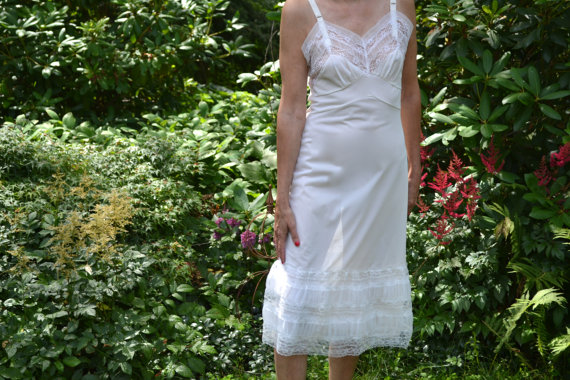"""زفاف - Frilly White Slip Dress with 10"""" of Lace and Ruched Chiffon 50's  Vintage Lingerie Size 34 36 38 Size Small Medium Large VL273"""