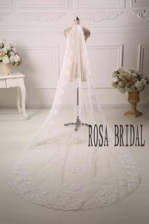 Свадьба - Ivory lace veil cathedral, Long wedding veil, Lace edge long wedding veil, Wedding bridal veil, 1T veil with comb