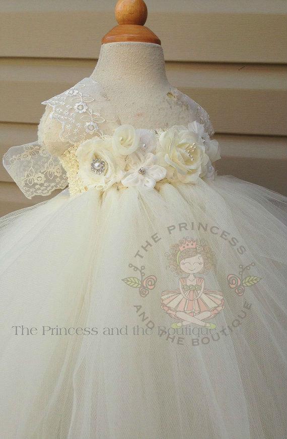 زفاف - ivory and white flower girl dress with a mixture of ivory and white flowers. Tutu dress