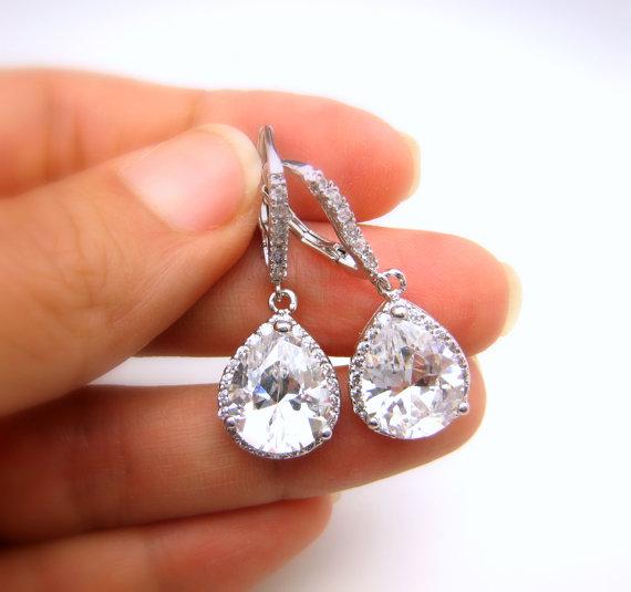 Свадьба - bridal jewelry wedding jewelry bridal earrings wedding earrings clear white teardrop cubic zirconia leverback hook