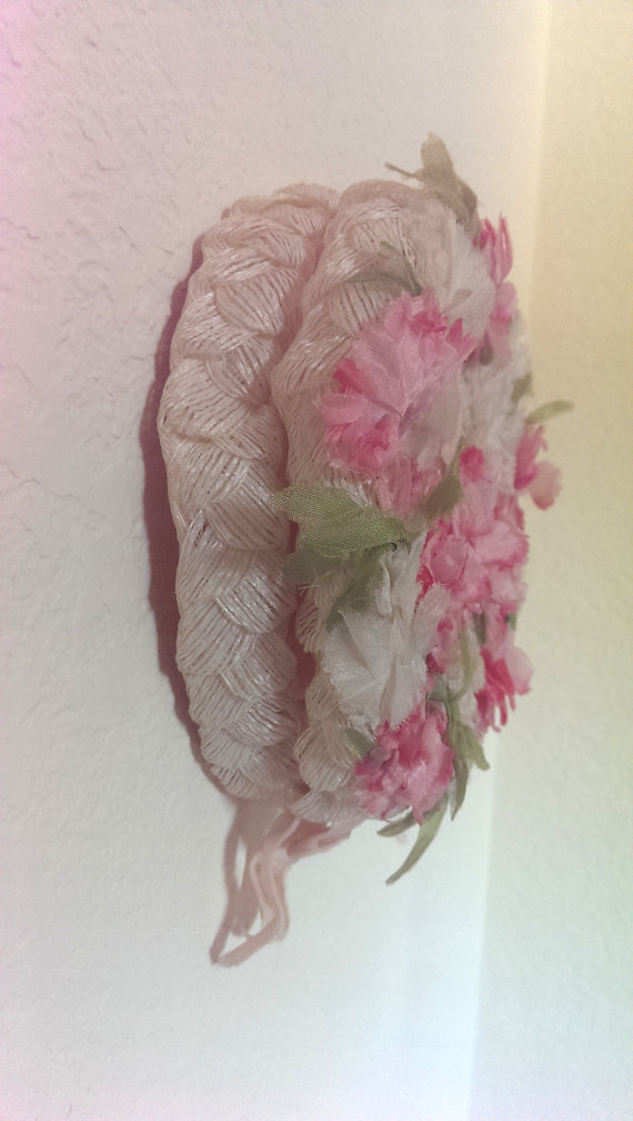 Mariage - Delicate Pink Flowers Vintage 60s Pillbox Hat Bridal Beauty Mother's Day Lunch