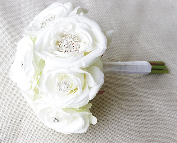 Mariage - Silk Brooch Wedding Bouquet - Off White Roses and Brooch Jewel Small Bride Bouquet - Rhinestones