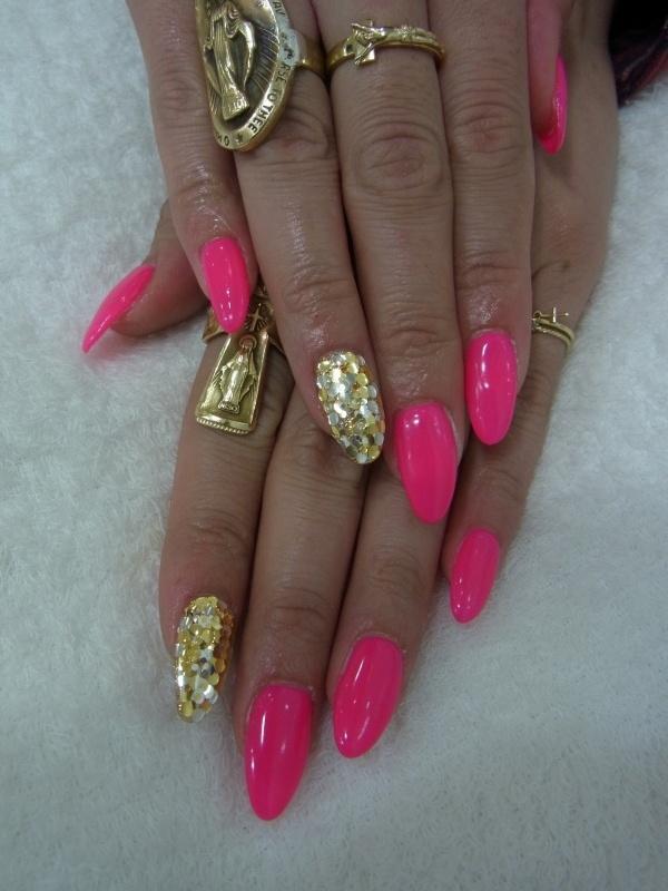 Дизайн ногтей ярко розовый