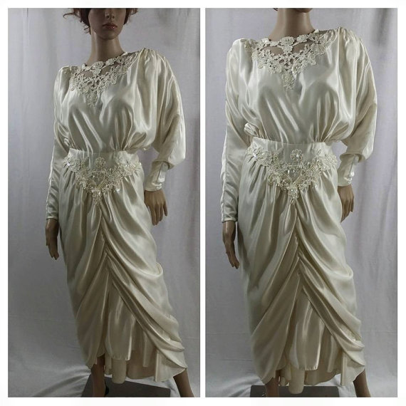 Hochzeit - Stunning vintage 80s 90s ivory  gown ,wedding dress size 8