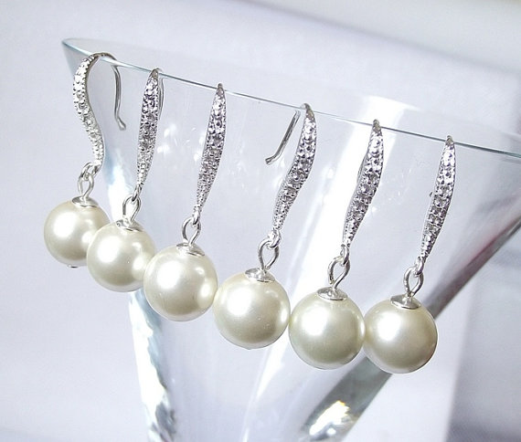 Mariage - Pearl drop bridesmaid earrings,set of 5, ivory wedding earrings, bridesmaid jewelry, pearl earrings, pearl bridesmiad gift earrings, 5 pairs