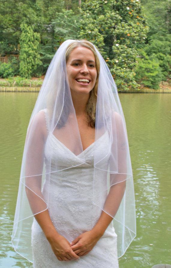 Mariage - Wedding veil -  cascading bridal veil with a delicate finished edge