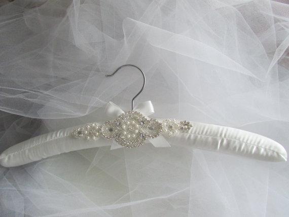 Свадьба - Padded Wedding Dress Hanger, white or ivory.... Rhinestone padded hanger