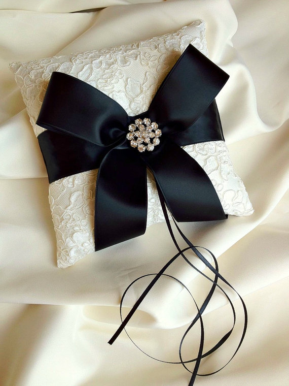 Mariage - Ivory and Black Ring Bearer Pillow - Alencon Lace Ring Bearer Pillow