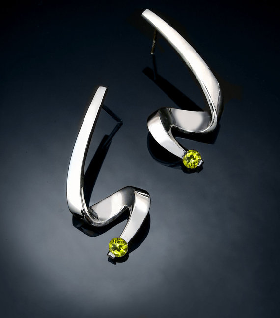 Свадьба - peridot earrings - Argentium silver - August birthstone - eco friendly - posts - dangle - green - wedding - contemporary jewelry - 2380
