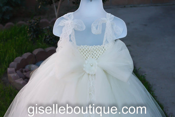 زفاف - Flower girl dress. All Ivory tutu dress With Bow.  Price does not include bow