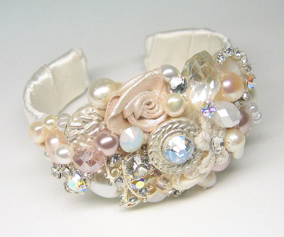Hochzeit - Bridal Cuff Bracelet-Wedding Statement Bracelet- pink pearl Bracelet- Bridal Jewelry-Blush accessories- Blush bracelet Wedding cuff bracelet