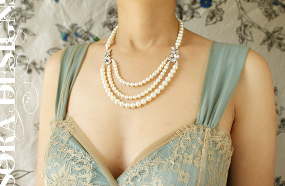 Mariage - Bridal necklace, bridal jewelry Vintage art deco rhinestone wedding necklace, Vintage brooch triple strand pearl bridal OOAK wedding jewelry