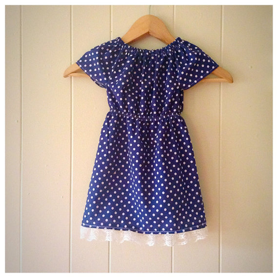 Mariage - Girls peasant dress, navy blue, polka dot dress, girls summer dress, flower girl dress, navy and lace, summer outfit, family photos