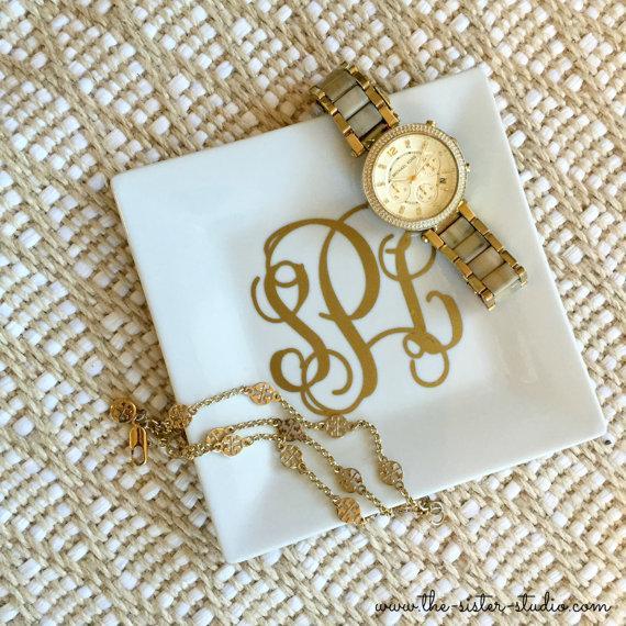 Hochzeit - Monogram Ring Jewelry Dish - Personalized Dish - Gift - Vinyl  - Jewelry Tray