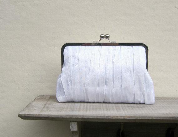 زفاف - White bridal clutch, white clutch, white wedding, pleated clutch, white bridesmaid clutch, white silk clutch, uk clutch, shabby chic clutch