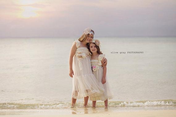 Свадьба - Flower Girl Dress, Ivory Toddler Girls Lace Dress, Country Flower girl Dress, Rustic flower girl dress, Beach wedding, Toddler Vintage Dress