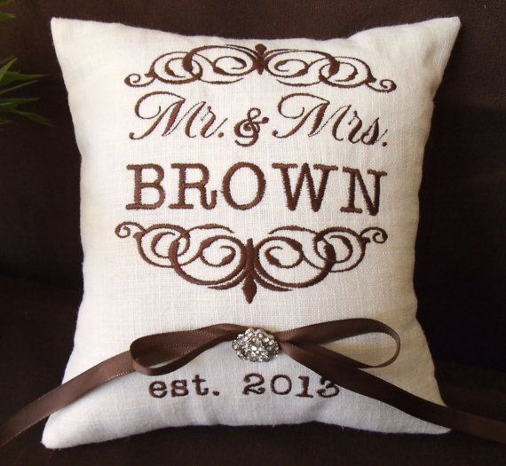 Mariage - Mr. & Mrs. Personalized Ring Bearer Pillow I (RB101)