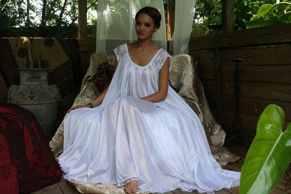 Mariage - White Full Swing Nightgown Romantic Lingerie Bridal Wedding Lace Cap Sleeve Sleepwear