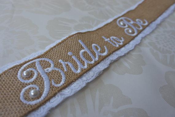 زفاف - Shabby Chic Lace Bridal Sash - Burlap and White Lace Sash - Customizable Bride to Be Sash