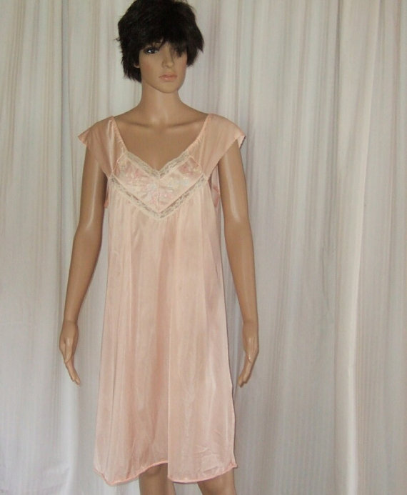 Vintage Vanity Fair Peach Nightgown With Lace And Embroidery 1960\'s ...