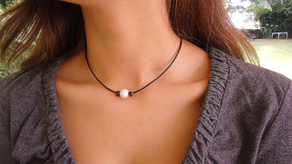 Mariage - Classic Pearl  on leather knotted, Leather Pearl Necklace, Leather Necklace, Classic, Chic