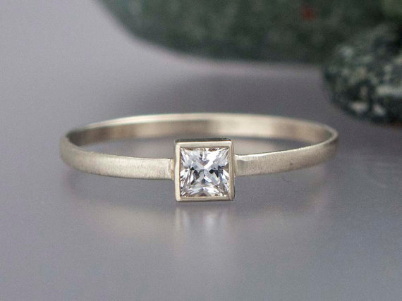 Mariage - Princess Diamond Engagement Ring in solid 14k white or yellow gold