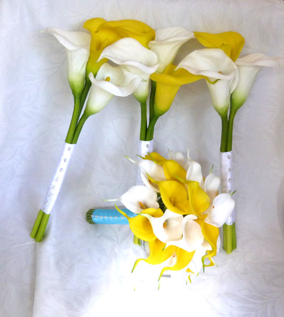 Свадьба - Yellow and white Calla lily set mini white calla lily bridal bouquet real touch long stemmed bridesmaid bouquet