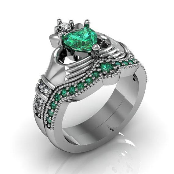 Свадьба - Claddagh Ring - Sterling Silver Emerald CZ Love and Friendship Engagement Ring Set