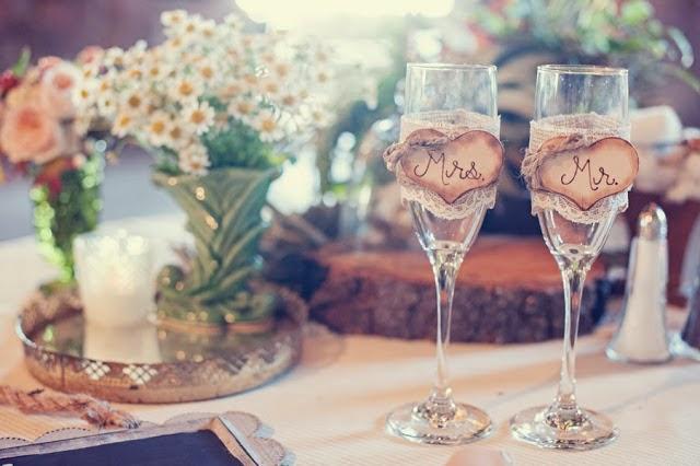 me gustan muchsimo las bodas rsticas nos brindan la posibilidad de decorar con detalles preciosos realizados en madera como por ejemplo bandejas con