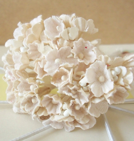 Mariage - Forget Me Nots / Vintage Millinery / Aged White with White Centers / One Small Bouquet / Wedding