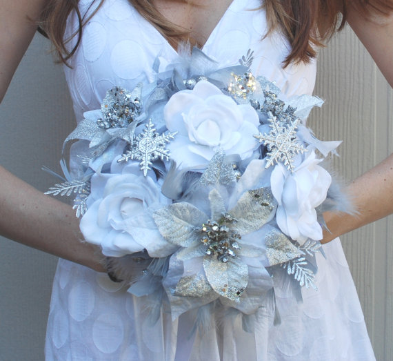 Свадьба - DRAMATIC Winter Wonderland Feathers & Flowers Bridal Bouquet White Silver Snowflake BLING WEDDING Feather Poinsettia Rose Bride Bouquets