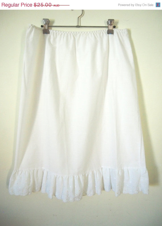 Wedding - 30% off Vintage 1970s white cotton midi slip petticoat skirt
