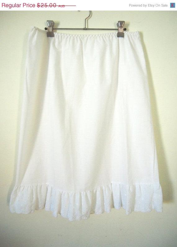 Hochzeit - 30% off Vintage 1970s white cotton midi slip petticoat skirt