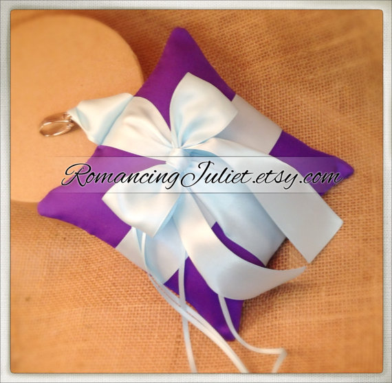 Свадьба - Pet Ring Bearer Pillow...Made in your custom wedding colors...show in Royal purple/light blue