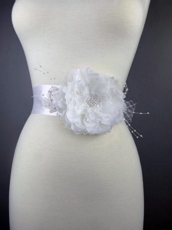 Свадьба - White Peony Bridal Sash Headband Wedding Flower Sash Wedding Accessory Lace