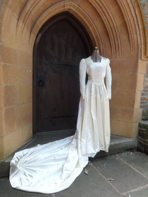 زفاف - Vintage womens wedding dress 1940's Hess brothers ivory satin bridal w/ headpiece NICE!